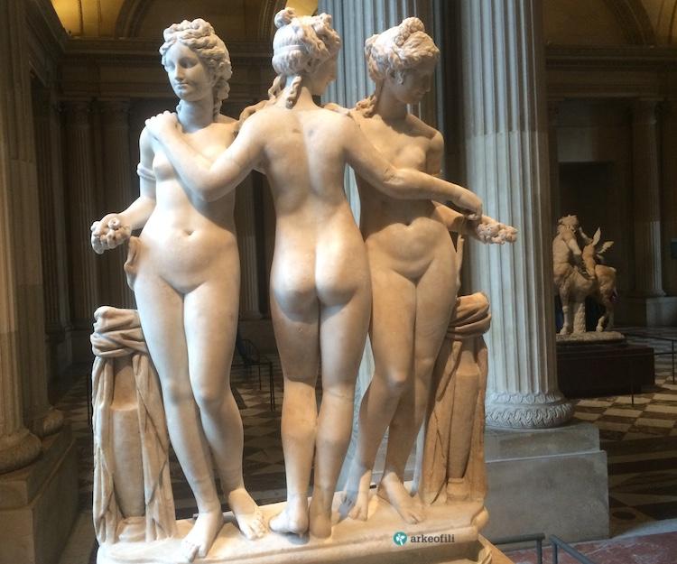 Üç Güzeller Heykeli, Louvre Müzesi