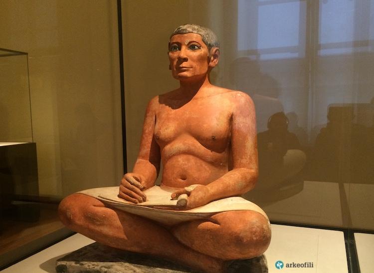 Oturan Katip, Louvre Müzesi