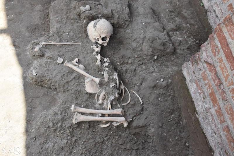 Exceptional Discovery in Pompeii: Children's Skeleton - image on https://sattvnews24.com