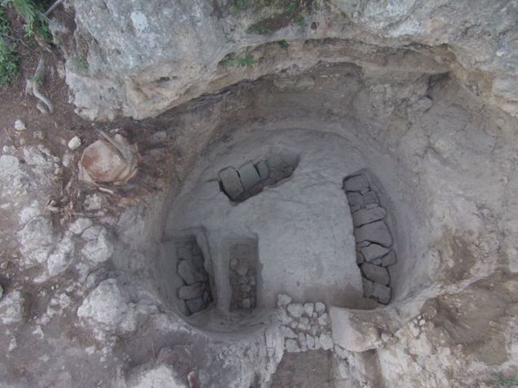 New Grave Found in Miken - image mik3 on https://archaeologys.com