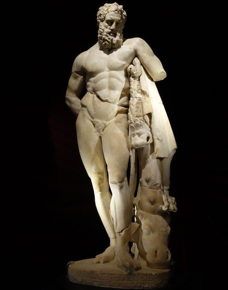 Yorgun Herakles heykeli (Antalya Arkeoloji Müzesi)