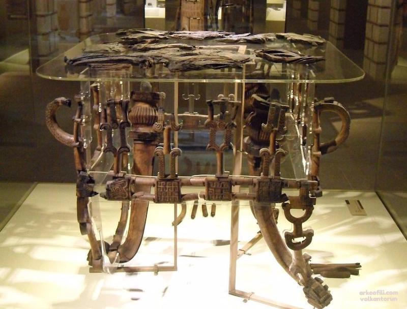 Gordion ahşap masa (Anadolu Medeniyetleri Müzesi)