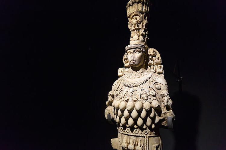 Büyük Artemis heykeli (Efes Müzesi)