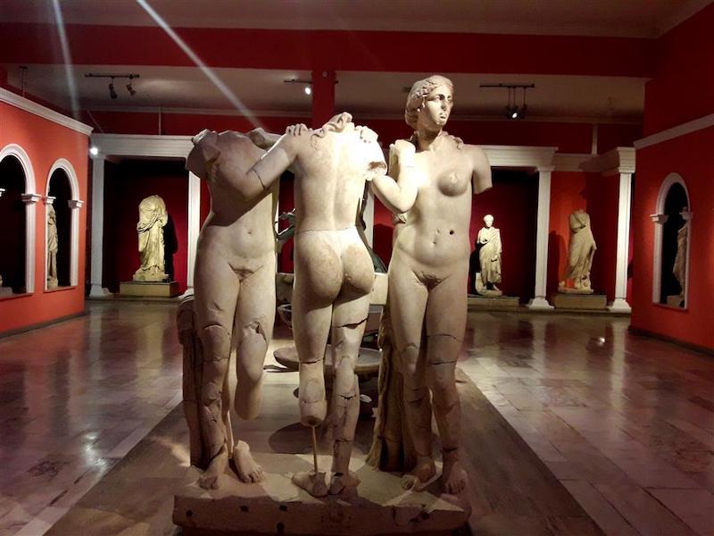 Üç Güzeller Heykeli (Antalya Müzesi)