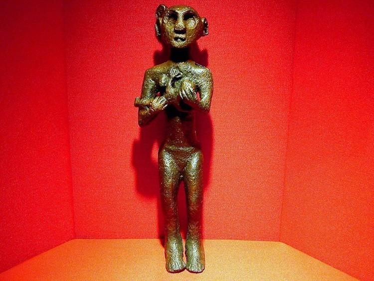 Emziren kadın heykeli (Anadolu Medeniyetleri Müzesi)