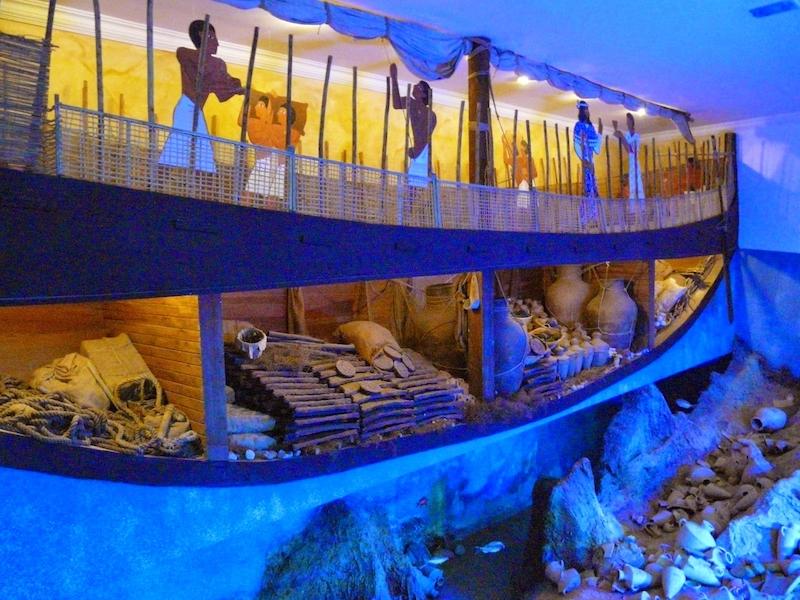 Uluburun batığı (Bodrum Sualtı Arkeoloji Müzesi)