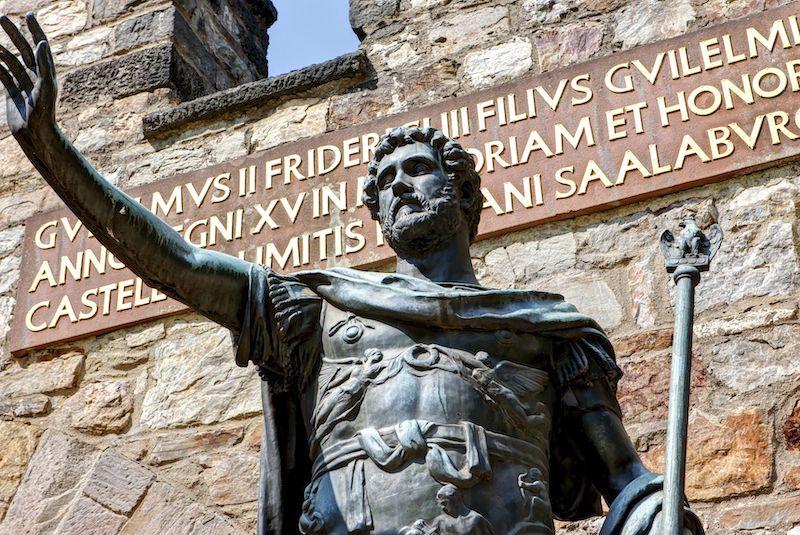 Fotoğrafta Almanya'nın Hesse eyaletinde yer alan heykeli görülen Roma İmparatoru Antoninus Pius, günümüzü ziyaret etseydi, Latinceyi modern biçimi ile anlamakta güçlük çekebilirdi. C: Martin Moxter via Getty Images